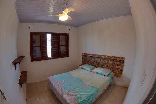 apoena-casa-para-aluguel-farol-santa-marta-casa3-terraco-churrasqueira-03-casal