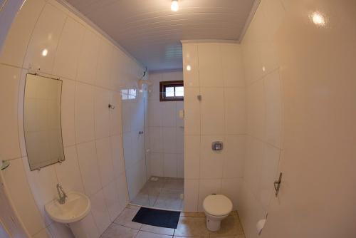 apoena-casa-para-aluguel-farol-santa-marta-casa3-terraco-churrasqueira-07-banheiro